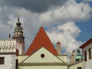 Tra i tetti